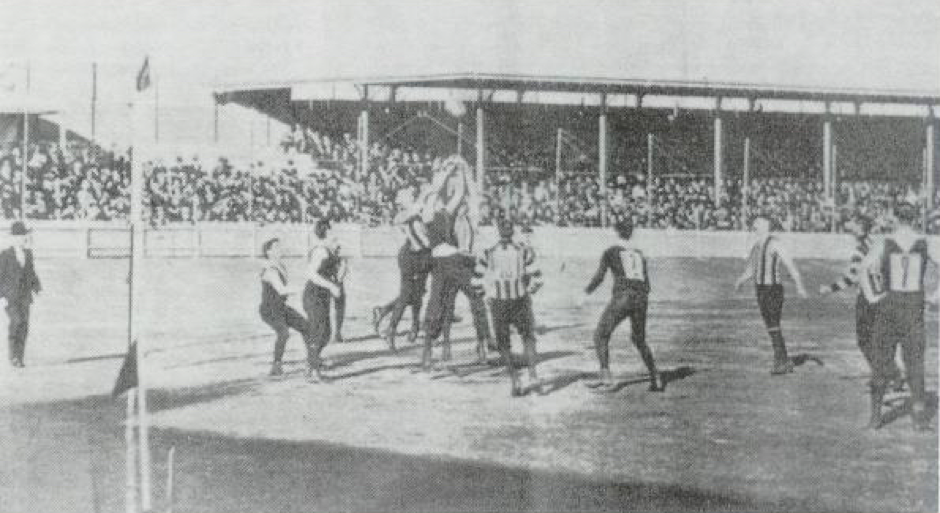 Action in the Fitzroy v Collingwood demonstration game, Sydney Cricket Ground, 23 May 1903. Source: ttp://australianfootball.com/uploads/default/images/page_content/2012/07/5becd.FitzVColl1903.jpg