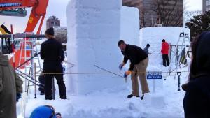 Contestants preparing for the Sapporo Snow Festival. (pic: Yoshi Imagawa)